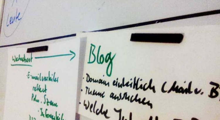 "Tagesordnungspunkt ""Blog"" an der Tafel"